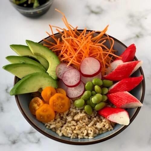 Seagan sushi bowl met surimi