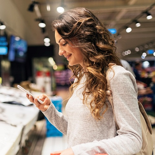Consommatrice-supermarche - spotlight