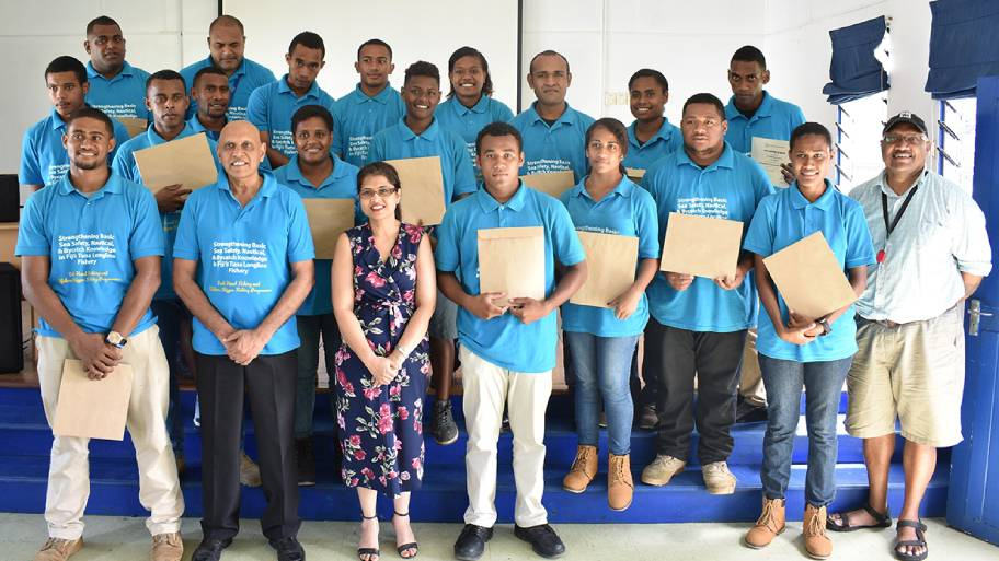 group-photo-of-graduates-with-chief-guest-solander-(pacific)-ltd's-general-manager-radhika-kumar-fma-ceo-mahesa-abeynayak-(front-row-2nd-fro