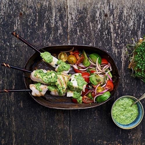 Gegrilde tonijnspiezen met salsa verde