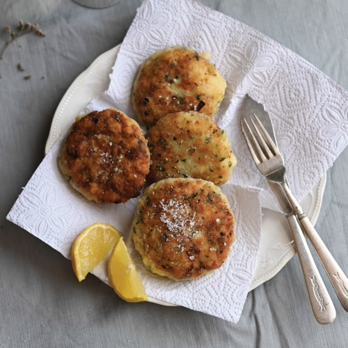 Hake 'viskoekies' (fish cakes)
