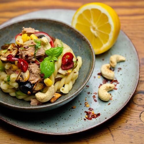 Schneller Nudelsalat mit Thunfisch und Cashews