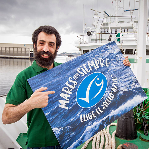 Spanish fisherman holding 'Mares para Siempre' MSC campaign sign